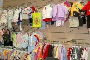 Открытие магазина <i>одежды</i> детской одежды