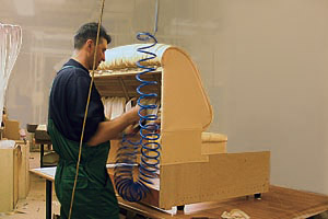 Бизнес по производству или сборке мебели в гараже