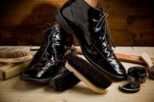 Бизнес на вендинговых аппаратах для чистки обуви в общественных местах